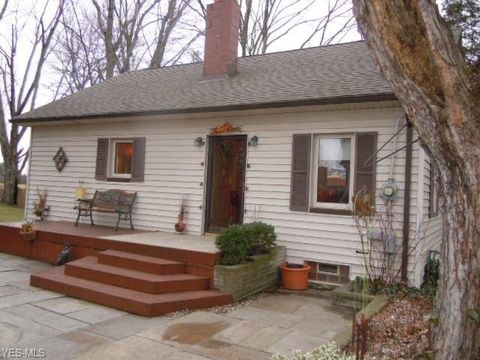 Photo of 27397 Cook Rd, Olmsted Township, OH 44138