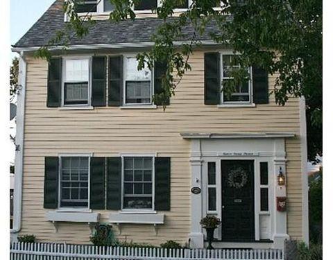 7 Smith St, Rockport, MA 01966