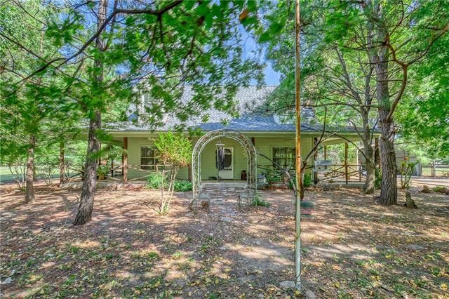 320 W Clifton St Pilot Point, TX 76258