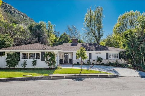 Photo of 3404 Merrimac Rd, Brentwood, CA 90049