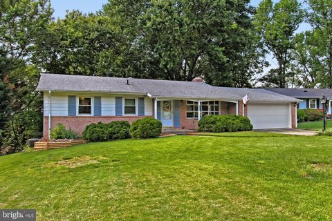 Photo of 12414 Hatchway Ct, Woodbridge, VA 22192