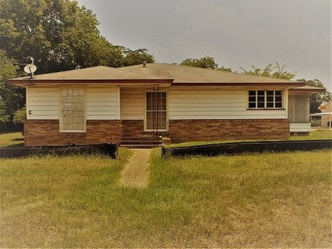 114 Rusk Ave, Wells, TX 75976