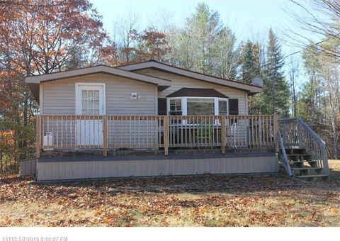 184 Number Six Rd, Oxford, ME 04270
