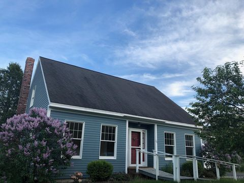 Photo of 221 Federal St, Wiscasset, ME 04578