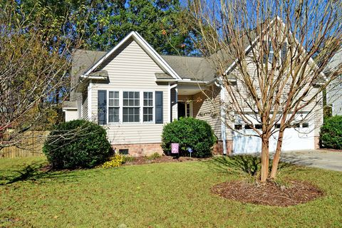 4127 River Chase Dr, Greenville, NC 27858