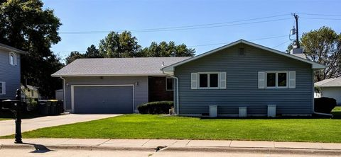 2425 W 11th St, Hastings, NE 68901