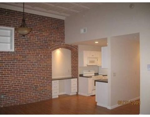 42 Phillips Rd Unit 2, Holden, MA 01520