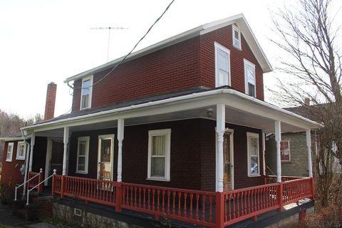 906 17th St, Windber, PA 15963
