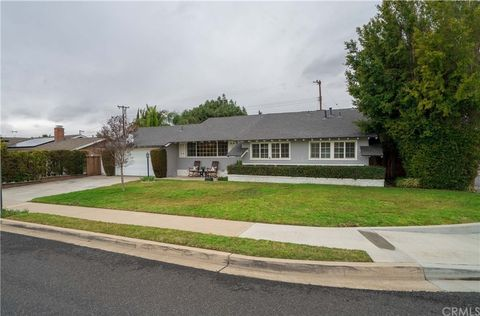 Photo of 13001 Brittany Woods Dr, Tustin, CA 92780