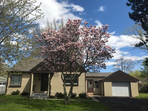Photo of 1418 S Rock Pl, New Berlin, WI 53151