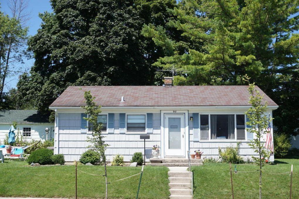 910 W Lincoln Ave, Port Washington, WI 53074