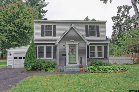 27 Saratoga Dr, Glenville, NY 12302