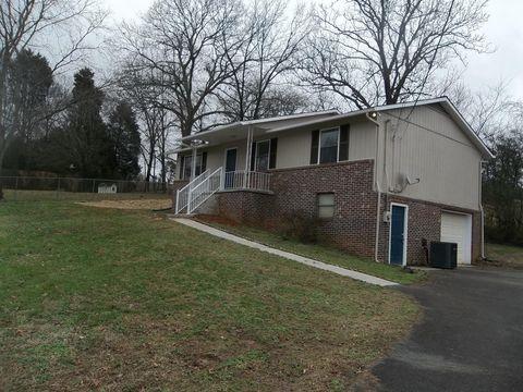 2841 Shiloh Cir, Strawberry Plains, TN 37871
