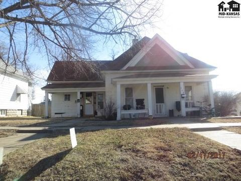 317 W 2nd St, Pratt, KS 67124