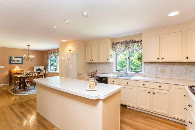 296 High St  Pembroke  MA 02359   Kitchen296 High St  Pembroke  MA 02359   realtor com . Dream Kitchens Pembroke Ma. Home Design Ideas