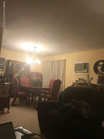 36 Arc Pl, Staten Island, NY 10306 - realtor.com® Ranch Home Designs With Va E A on