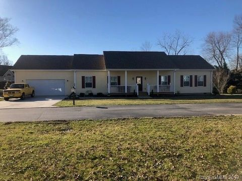 Photo of 230 Blue Heron Dr, Mills River, NC 28759
