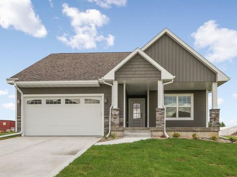 Photo of 1812 Lakeview Dr, Pella, IA 50219