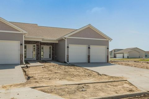 Photo of 1103 Pueblo Dr, Nevada, IA 50201