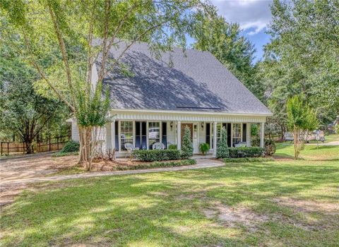 Photo of 422 Wedgefield Dr W, Mobile, AL 36608