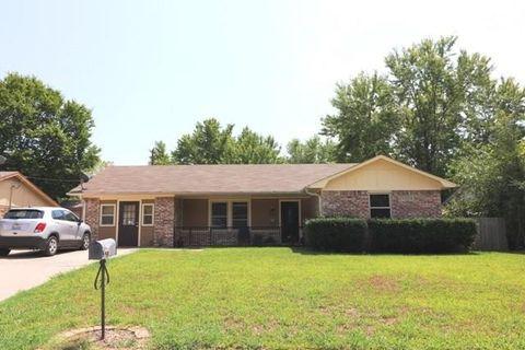 1502 Natalie Dr, Gainesville, TX 76240