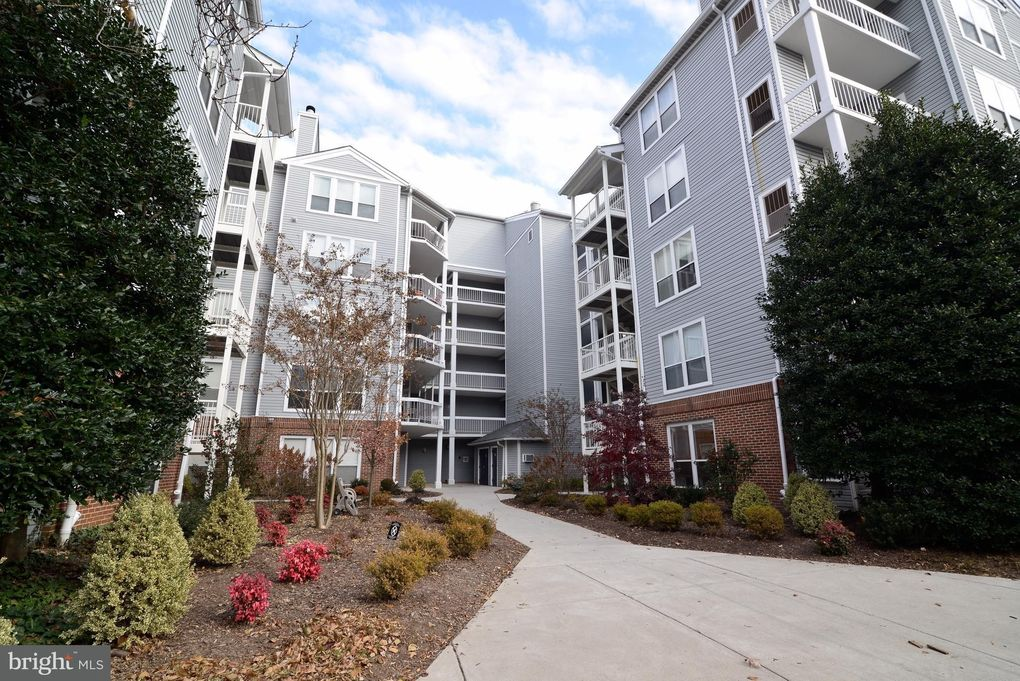 3176 Summit Square Dr Unit 4E4 Oakton, VA 22124