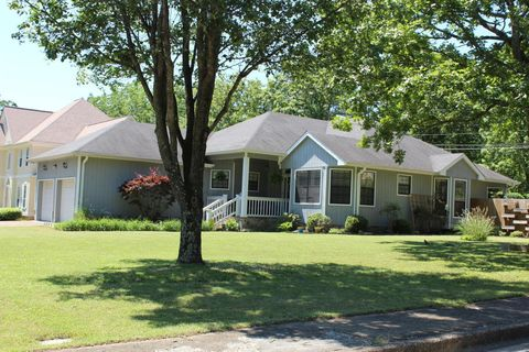 Photo of 2119 Peterson Dr, Chattanooga, TN 37421