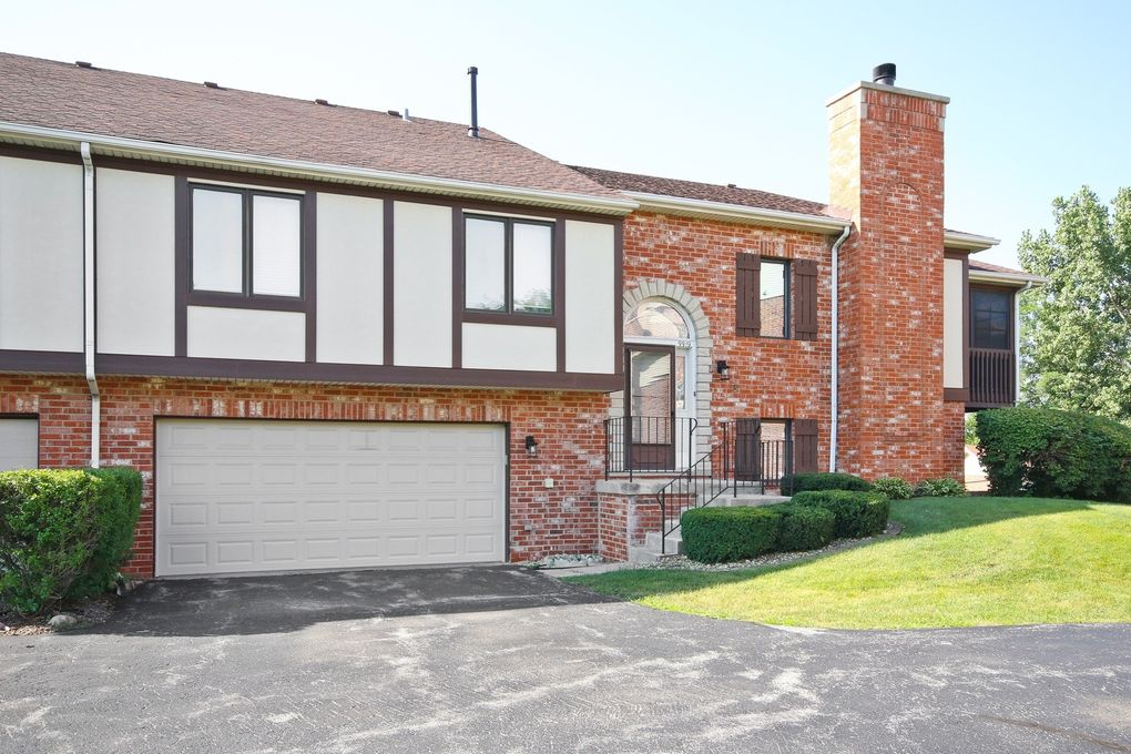 9919 Treetop Dr, Orland Park, IL 60462