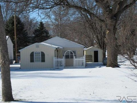 Photo of 304 E 3rd St, Hills, MN 56138