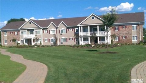 15 Mayfair Gdns Apt 2 G, Commack, NY 11725