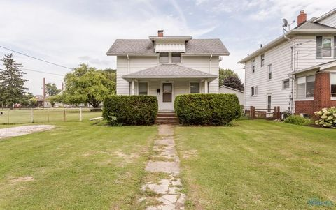 222 Hannum Ave, Rossford, OH 43460