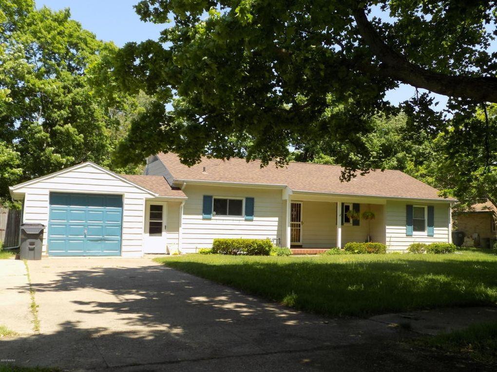 217 Hoover Ave Benton Harbor, MI 49022