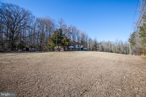 1291 Country Dr, King George, VA 22485