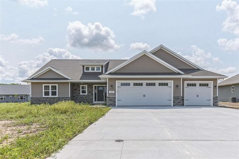 2051 N Gate Rd, Suamico, WI 54313