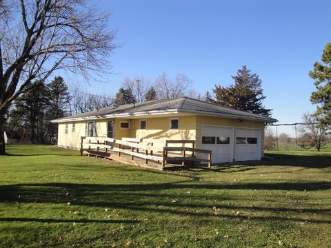 13386 Highway 6 E, Grinnell, IA 50112