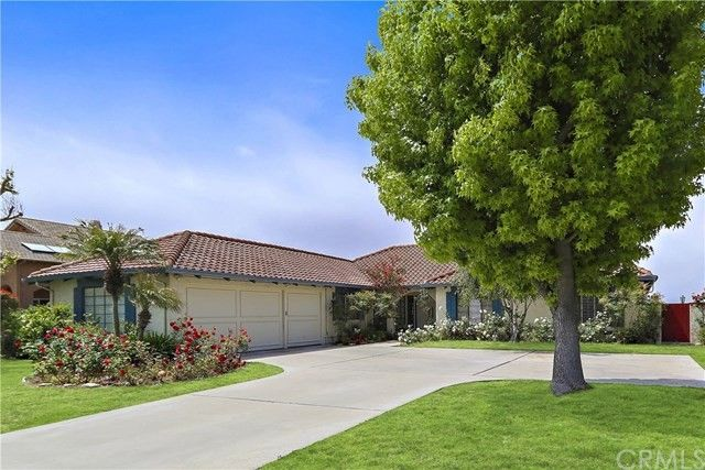 Rolling Hills is a private, gated community located atop the scenic hills of the Palos Verdes Peninsula, CA. Incorporated in , Rolling Hills maintains a ranch style/equestrian environment with an enduring respect for native wildlife and natural surroundings.