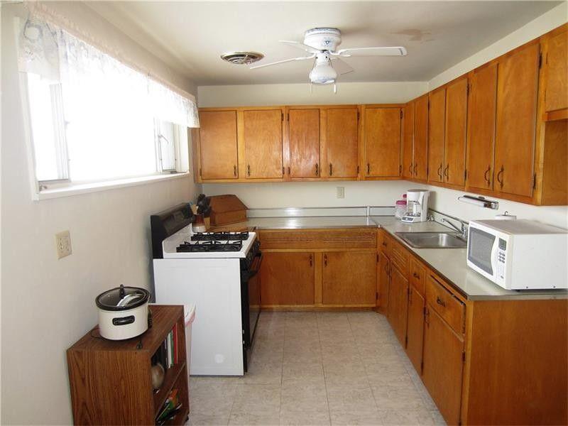 211 Garden City Dr, Monroeville, PA 15146