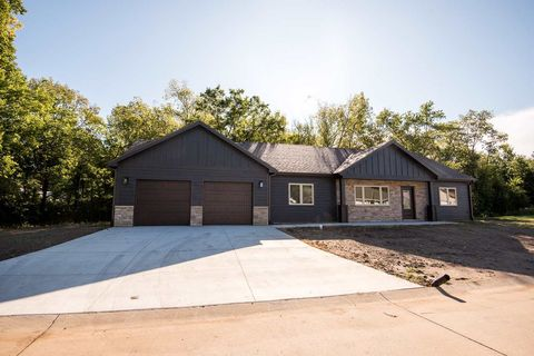 Photo of 1416 Poplar St, Wamego, KS 66547