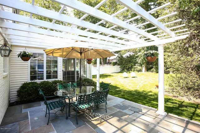 45 Halsey Dr, Old Greenwich, CT 06870   Exterior