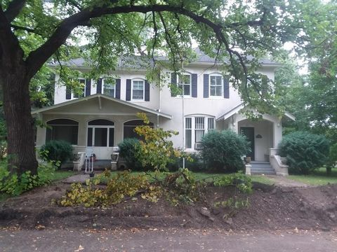 Photo of 321 7th St W, Hastings, MN 55033