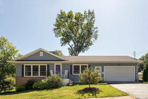 40 Dion Ave, Kittery, ME 03904