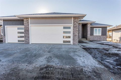 9513 W Kingfisher Dr, Sioux Falls, SD 57107
