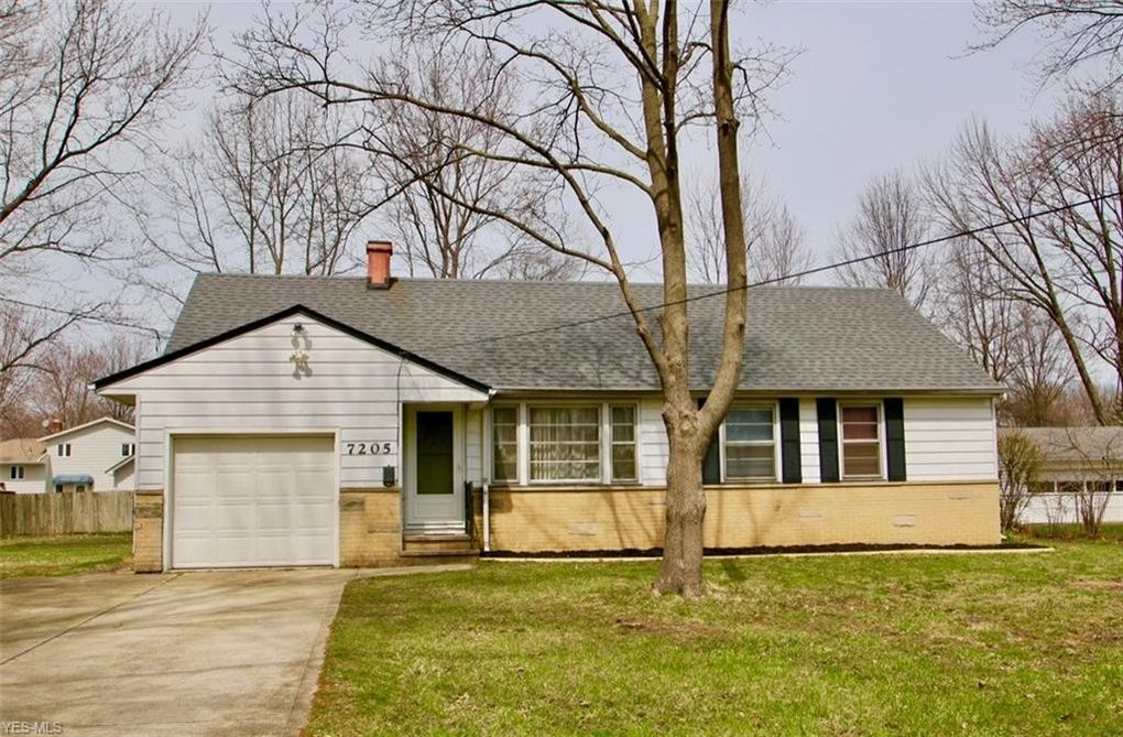 7205 Welland Dr, Mentor, OH 44060