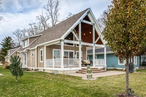 Photo of 401 S Lake St, Port Sanilac, MI 48469