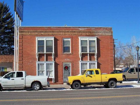 204 N 6th St, Thermopolis, WY 82443