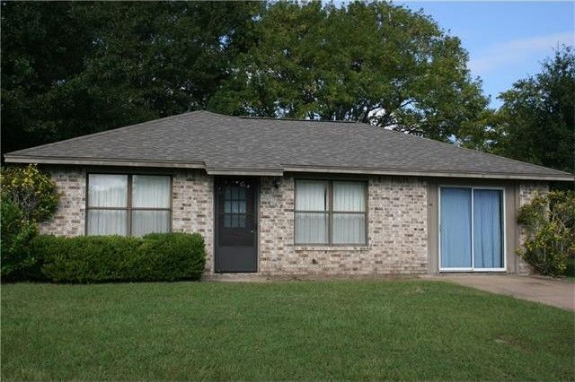 608 hickory st smithville tx 78957 home for sale