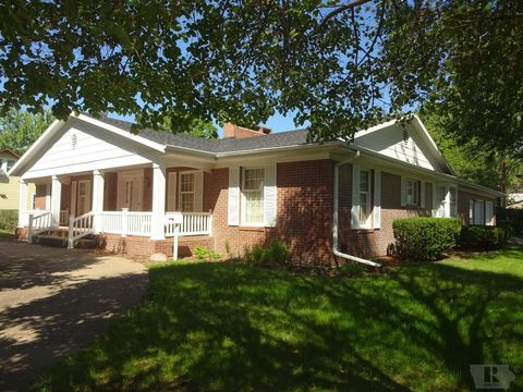 310 S 4th St, Wapello, IA 52653
