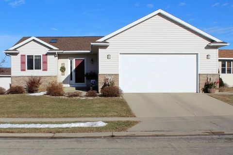 5050 Tower Ln Nw, Rochester, MN 55901