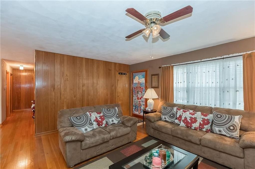 121 Lacy Rd, Independence, MO 64050