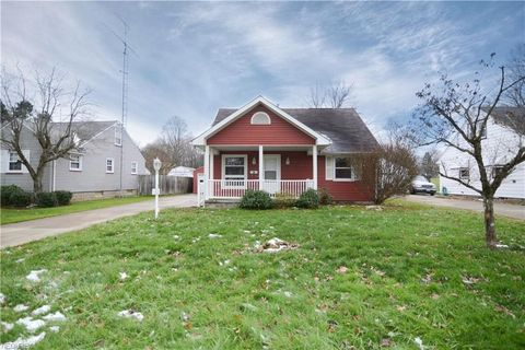 Photo of 102 Grimm Heights Ave, Struthers, OH 44471
